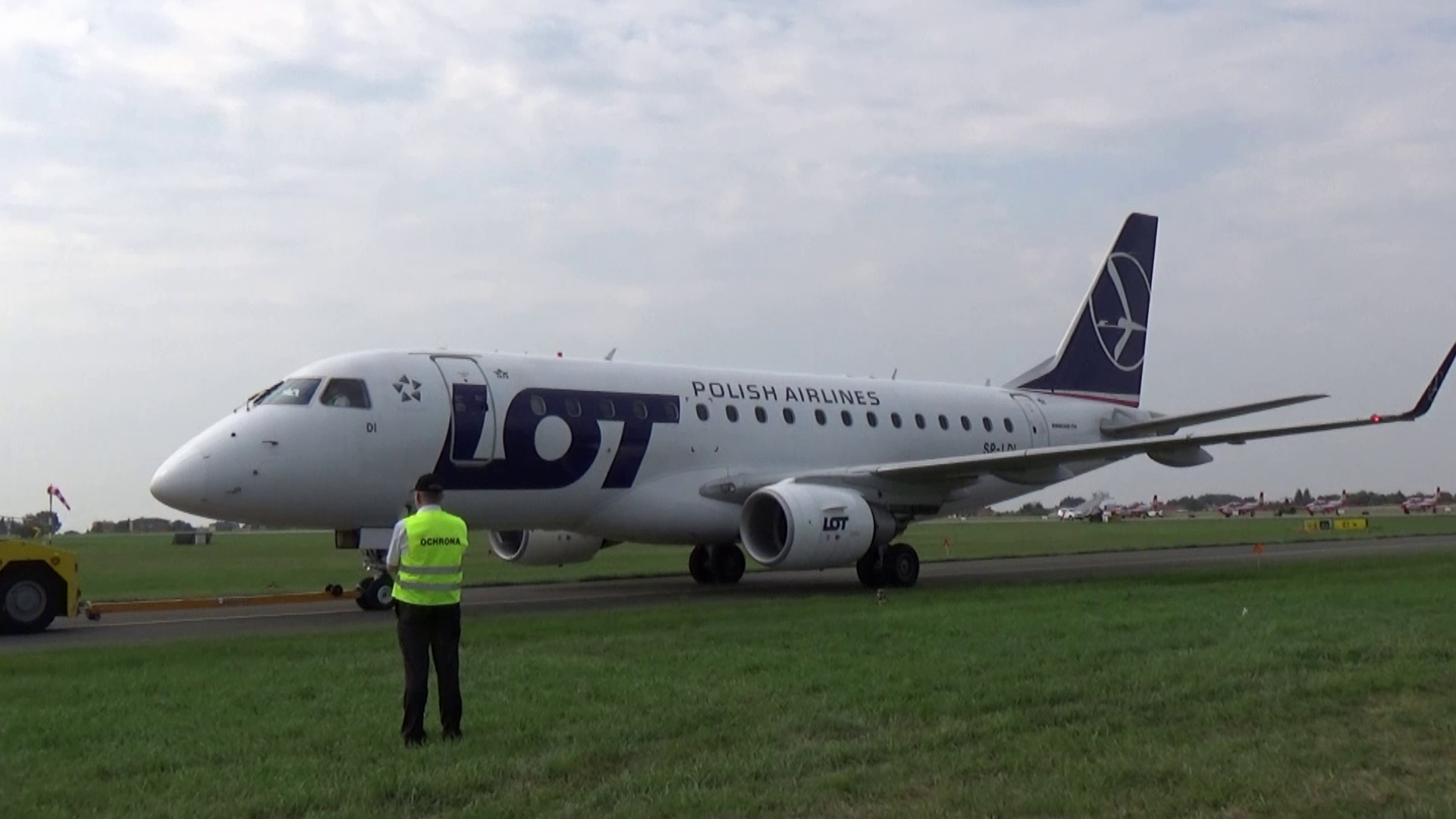 SP-LDI  LOT Embraer ERJ-170 na pokazach Radom Air Show 2017